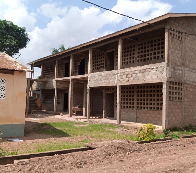 03 Schulhaus in Togo